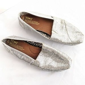 ☕Toms silver glitter shoes size 8W